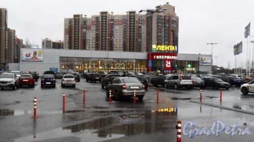 Шуваловский проспект, дом 45, литер А. Гипермаркет «Лента». Фото 16 ноября 2017 года.