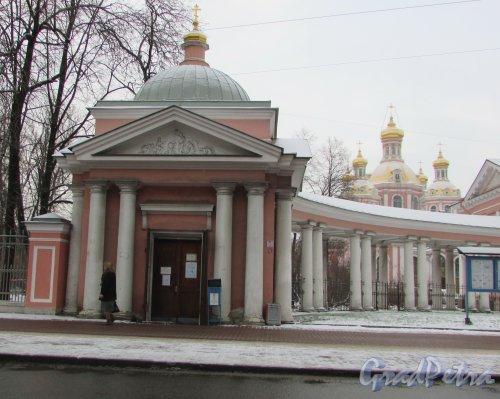 Лиговский проспект, дом 128, литера В. Часовня Крестовоздвиженского собора. Фото 6 декабря 2017 года.