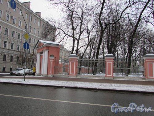 Лиговский проспект, дом 128. Ограда Крестовоздвиженского собора со стороны Павлоградского переулка. Фото 6 декабря 2017 года.
