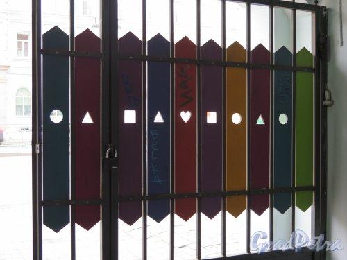 Лиговский пр., д. 33-35. Дом А. Г. Каплуна и А. А. Каплуна, нач. 19 в. Хостел «Графитти». Ворота вид со двора. фото июль 2015 г.