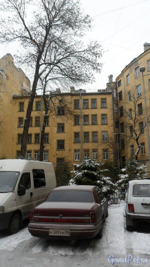 Нарвский проспект, дом 31. 5-этажный жилой дом 1917 года постройки. 1 парадная, 16 квартир. Вид дома со двора. Фото 23 декабря 2017 года.