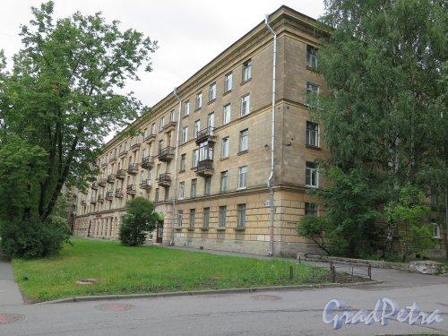 Кондратьевский пр., д.61. 5-этажный жилой дом. Общий вид. фото июль 2015 г.