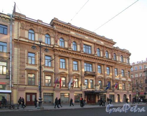 Невский проспект, дом 49 / Владимирский проспект, дом 2. Фасад гостиницы «Рэдиссон САС Роял» со стороны Невского проспекта. Фото 31 января 2018 года.