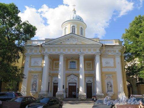 Большой пр., В.О., д. 1. Церковь Святой Екатерины, 1768-71, арх. Ю.М. Фельтен. Общий вид фасада по Большому пр. фото август 2015 г.