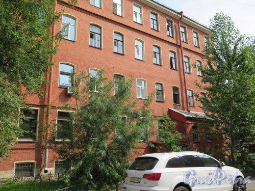 Загородный пр., д. 42. Доходный дом. Дворовый фасад. фото август 2015 г.
