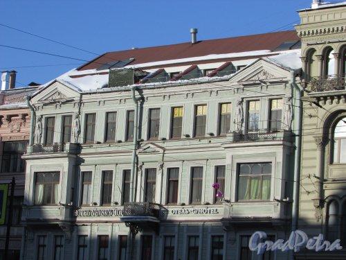 Невский проспект, дом 98, литера А. Фрагмент фасада здания. Фото 28 февраля 2018 года.