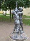Загородный пр. Сквер между дд. 36-40. Скульптура «Мальчики с гусем», сер. 19 в. установлена в 2005 г. фото сентябрь 2015 г.