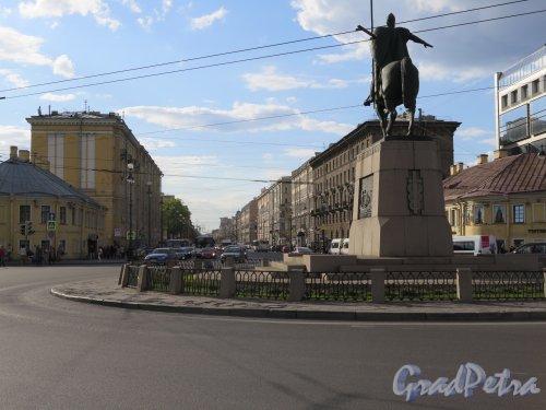 Перспектива Невского проспекта от памятника Александру Невскому. фото май 2016 г.