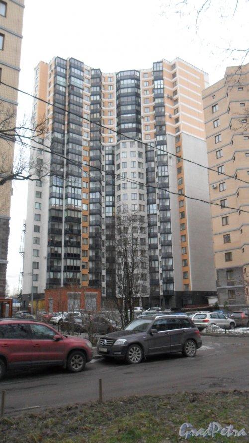Ярославский  проспект , дом 78. ЖК «Илмаринен». 23- этажный жилой дом 2011 года постройки. 1 парадная, 153 квартиры. Вид дома со двора. Фото 1 января 2018 года.