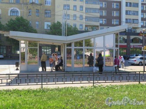 Ленинградский пр. (Выборг). Автобусная остановка «Автовокзал». фото июнь 2016 г.