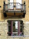 Каменноостровский пр., д. 1-3. Доходный дом И. Б. Лидваль. Балкон в курдонере. фото апрель 2017 г.