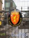 Лиговский пр., д. 13-15. Генеральное консульство Королевства Норвегия. Гербовой знак на вороах. фото апрель 2018 г.
