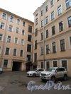 Суворовский пр., д. 47. Доходный дом. Угол 1-го двора. фото май 2018 г.
