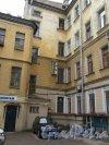 Суворовский пр., д. 39. Мариинско-Сергиевский приют. 1-ый двор. Фрагмент двора. фото май 2018 г.