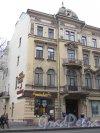 Каменноостровский проспект, дом 32. Левая часть фасада со стороны сада Андрея Петрова. Фото 3 марта 2020 г.
