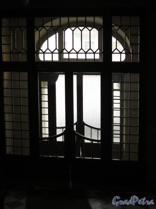 Каменноостровский пр., д. 1-3. Доходный дом И. Б. Лидваль. Парадный вход в здание изнутри. фото апрель 2017 г.