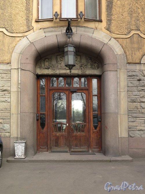 Каменноостровский пр., д. 1-3. Доходный дом И. Б. Лидваль. Портал входа. фото апрель 2017 г.