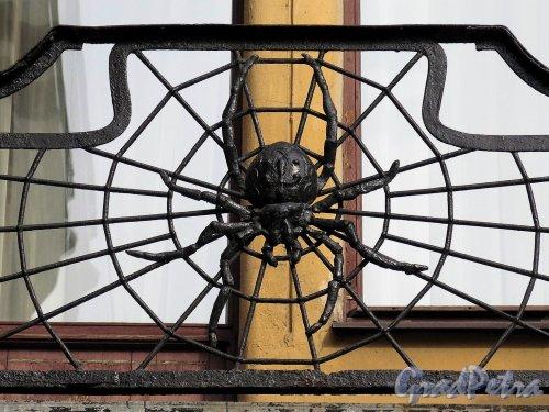 Каменноостровский пр., д. 1-3. Доходный дом И. Б. Лидваль. Балконная решетка. фото апрель 2017 г.