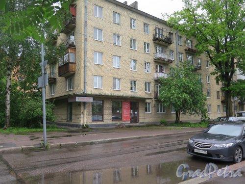 Суворова пр. (Выборг), д. 7. 5-ти этажный многоквартирный жилой дом. Общий вид. фото июнь 2017 г.