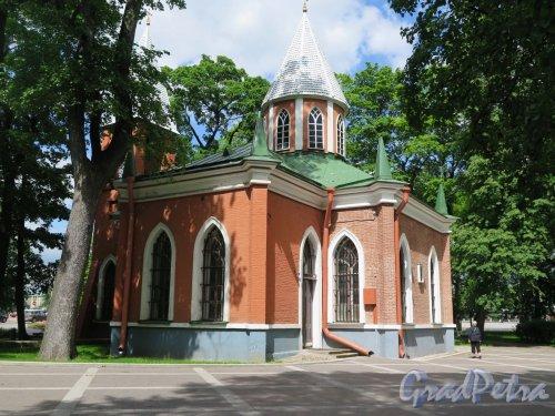 Каменноостровский пр., д. 83. Церковь Рождества Иоанна Предтечи. Общий вид здания с северной стороны. Фото июль 2017 г.