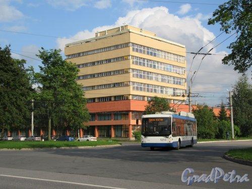 Гражданский пр., д. 131, кор. А. Совмещённый трамвайно-троллейбусный парк. Административный корпус. фото сентябрь 2017 г.