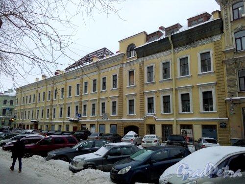 Проспект Римского-Корсакова, дом 11 / Вознесенский пр., дом 36. 3-4-этажный жилой дом 1874 года постройки. 8 парадных. Вид дома с проспекта Римского-Корсакова. Фото 18.02.2019 года.