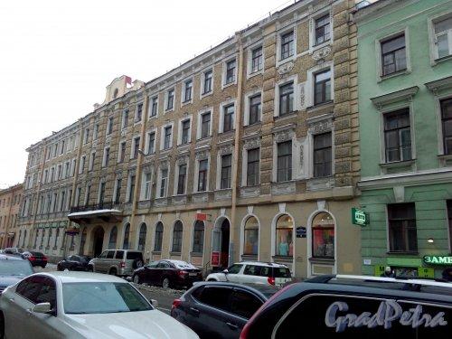 Проспект Римского-Корсакова, дом 15. 4-5-этажный жилой дом 1898 года постройки. 4 парадные, 43 квартиры. Фото 18.02.2019 года.
