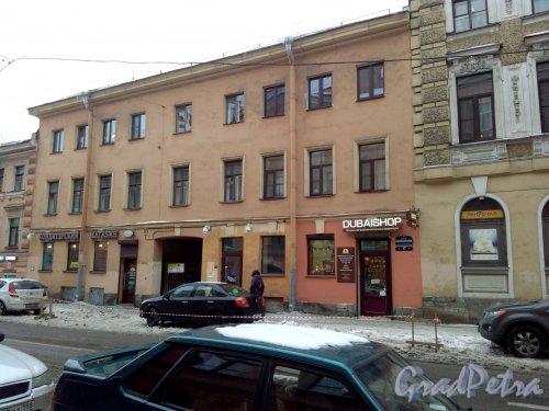 Проспект Римского-Корсакова, дом 17. 3-этажный жилой дом дореволюционной постройки, год проведения реконструкции 1965. 3 парадные, 11 квартир. Фото 18.02.2019 года.