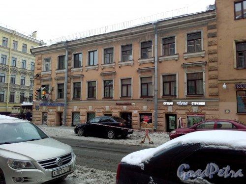 Проспект Римского-Корсакова, дом 19 / Большая Подьяческая улица, дом 16. 3-этажный жилой дом 1871 года постройки. Фото 18.02.2019 года.