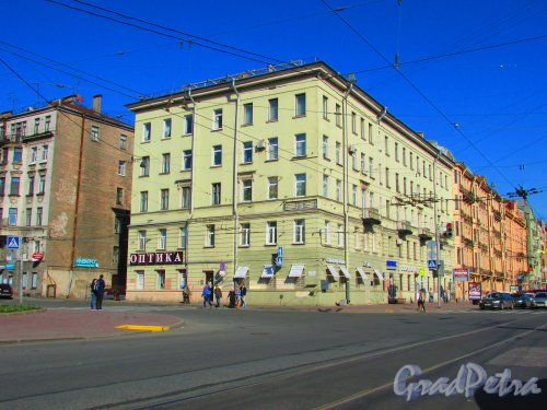 проспект Добролюбова, дом 27, литера А. Общий вид здания. Фото 1 мая 2016 года.