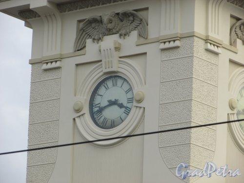 Загородный пр., дом 52. «Часы с совой» на башне Витебского вокзала. Фото 17 октября 2018 года.