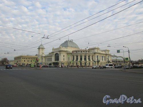 Загородный пр., дом 52. Общий вид здания Витебского вокзала после реставрации 2018 года. Фото 17 октября 2018 года.