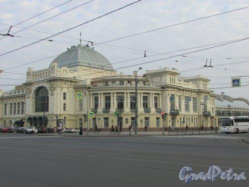 Загородный пр., дом 52. Часть здания Витебского вокзала, выходящая на Введенский канал. Фото 17 октября 2018 года.