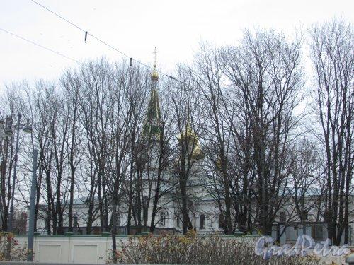 Московский проспект, дом 100, литера А. Трехсвятительская церковь Новодевичьего монастыря. Фото 16 ноября 2018 года.