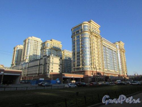Московский проспект, дом 183-185, литера А. Южные корпуса жилого комплекса «Граф Орлов». Фото 21 апреля 2019 года.