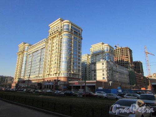 Московский проспект, дом 183-185, литера Б. Северная часть жилого комплекса «Граф Орлов». Фото 21 апреля 2019 года.