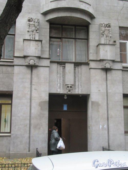 Греческий пр., д. 12, Оформления дверей парадной. фото ноябрь 2017 г.
