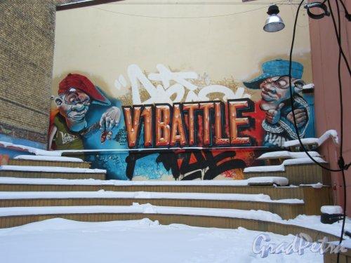 Лиговский пр., д. 37. Эстрада и граффити в глубине двора. фото март 2018 г.