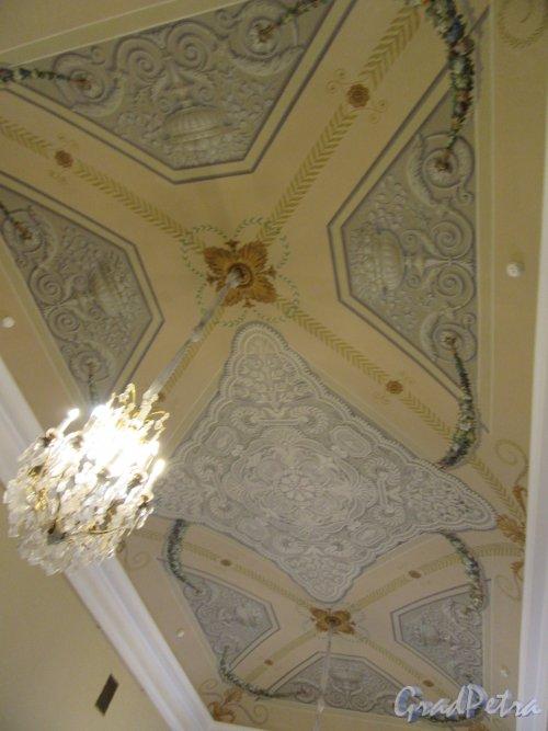Невский пр., д. 39. Аничков дворец. Помещение секретариата на 2-м этаже. Роспись потолка. фото март 2018 г.