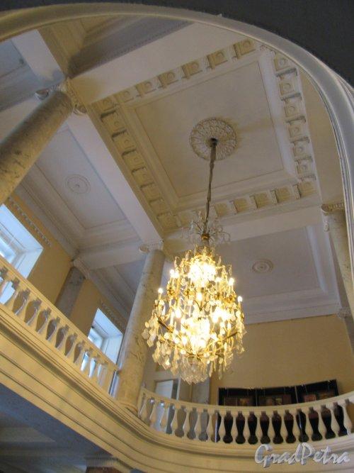 Невский пр., д. 39. Аничков дворец. Вид балкона фойе на 2-м этаже. фото март 2018 г.