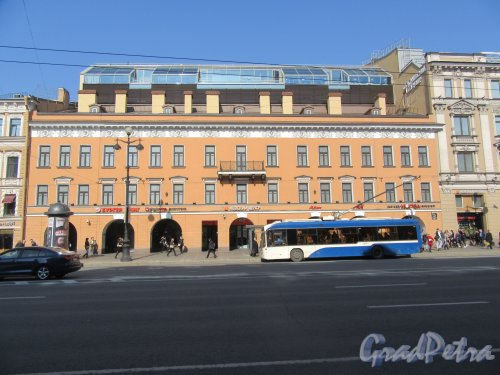 Невский пр., д. 114. Торговый Центр «Стокманн». 2006-10. Общий вид фасада. фото апрель 2018 г.