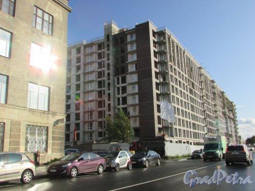 Лиговский проспект, дом 271, строение 1. Вид на строительство жилого комплекса «Первый Квартал» со стороны Боровой улицы. Фото 1 октября 2019 года.