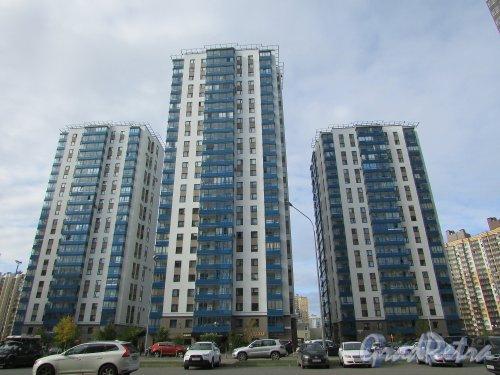 проспект Кузнецова, дом 11. Общий вид жилого комплекса «Тринити». Фото 8 октября 2019 года.