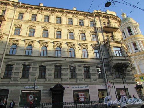 Владимирский проспект, дом 18 / Колокольная улица, дом 2. Фасад со стороны Владимирского проспекта. Фото 28 октября 2019 года.