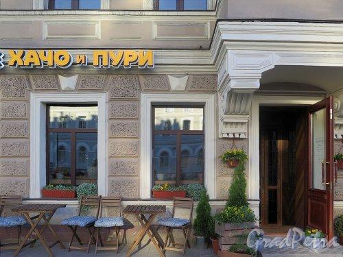 Лиговский пр., д. 29. Вход в ресторан «Хачо и Пури» и уличная терраса. фото май 2018 г.