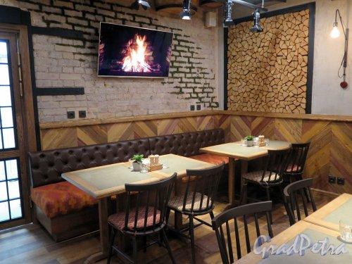Лиговский пр., д. 29. Вид обеденного зала ресторана «Хачо и Пури». фото май 2018 г.