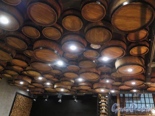 Лиговский пр., д. 29. Оформление потолка обеденного зала ресторана «Хачо и Пури». фото май 2018 г.