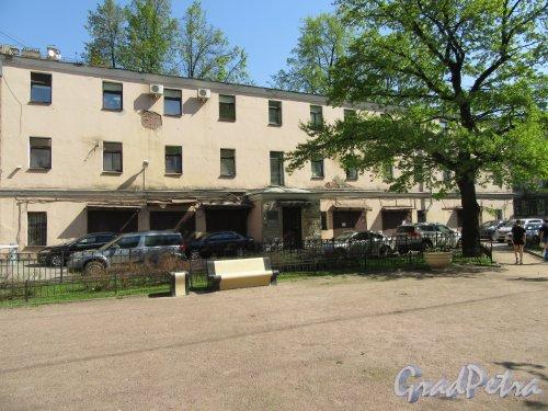 Невский проспект, дом 174, литера Б. Гараж. Общий вид здания. фото май 2018 г.