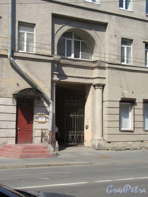 Полтавская ул., д. 1. Арка во двор со стороны Полтавской улицы. фото май 2018 г.