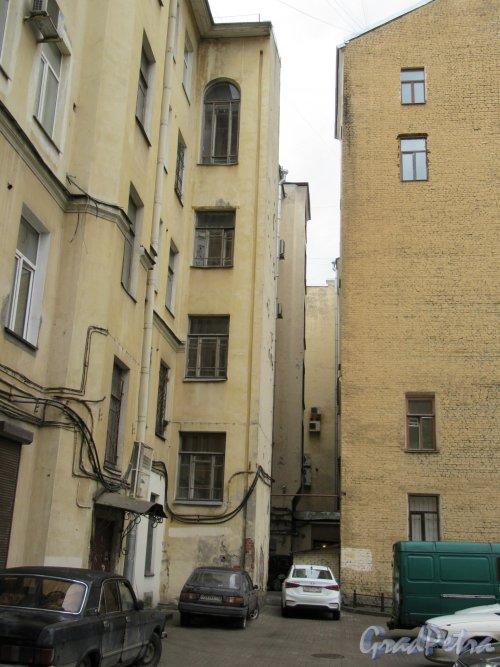 Суворовский пр., д. 40. Фрагмент двора. фото май 2018 г.